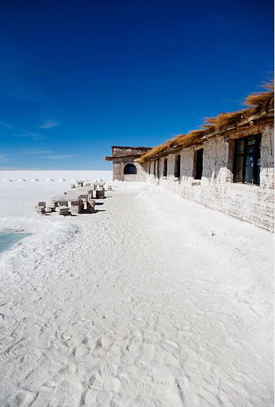 Salt_Hotel_on_Salar_de_Uyuni_Bolivia