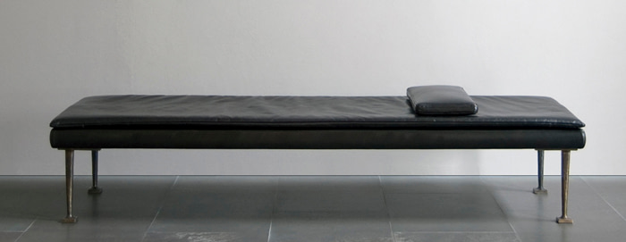 leather_bench_3