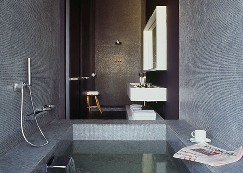 Tips for designing bathrooms with dark colors