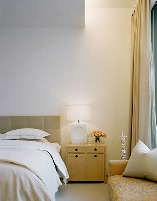 bedroom design - bedside table lamps